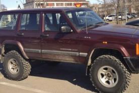 Insólito: Hombre canjea su auto por una mujer en forma