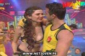 Esto es Guerra: Eyal Berkover roba beso a Nicole Faverón en vivo - Video