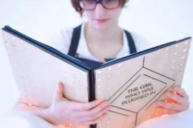 Desarrollan libro que permite sentir las emociones de los personajes - VIDEO