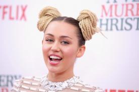 Instagram: ¡Miley Cyrus practica Yoga en casa!