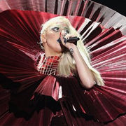 Revive la presentación de Lady Gaga cantando Marry the Night en los MTV EMA 2011