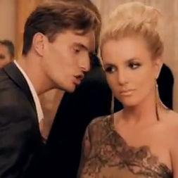 Britney Spears se vuelve delincuente en el nuevo videoclip Criminal
