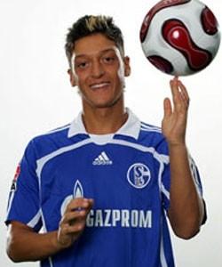 Mesut Ozil  se presenta para El Real Madrid