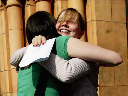Escuela de EEUU prohíbe los abrazos a sus alumnos