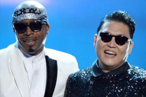 American Music Awards 2012: Revive la presentación de Psy junto a MC Hammer