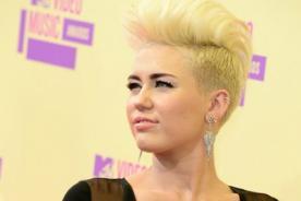 Miley Cyrus enojada por suplantación de identidades en Twitter