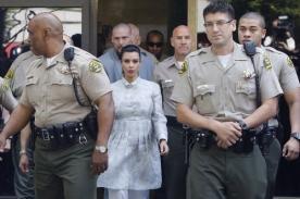 Kim Kardashian fue escoltada por diez policías al salir de la corte