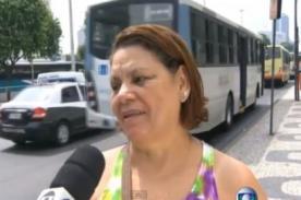 Increíble: Ladrón intenta robar a mujer durante entrevista en vivo - VIDEO