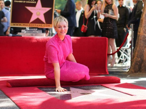 Kaley Cuoco de 'The Big Bang Theory' recibe estrella en el paseo de Hollywood