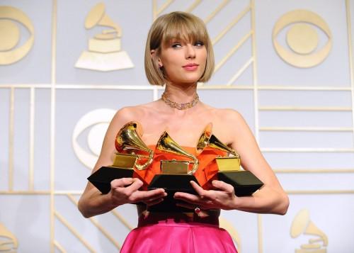 ¡Taylor Swift causa polémica con fotografías para Vogue!