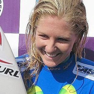 Surfista australiana Stephanie Gilmore fue masacrada