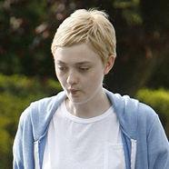 Dakota Fanning se corta el cabello y luce radical cambio de look