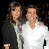Video: Tom Cruise da atrevido toque a Katie Holmes en concierto de Rihanna