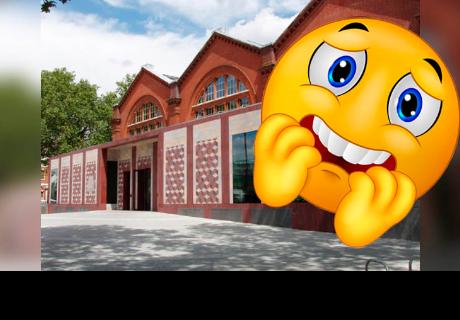 Se toma fotos durante visita a un museo, la revela y se lleva aterradora sorpresa