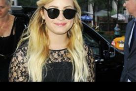 Demi Lovato rechaza una muñeca Barbie que le regaló un fanático