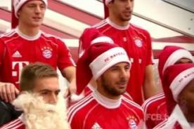 VIDEO: Claudio Pizarro le canta a la Navidad junto al Bayern Munich