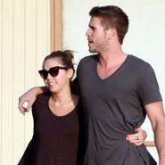 Miley Cyrus y Liam Hemsworth tuvieron relajado almuerzo