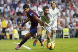 ¿Se le 'chispoteó'? Luis Suárez agarró los genitales de Sergio Ramos [Foto]