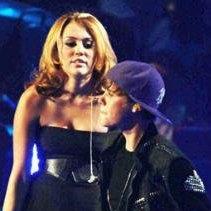 Justin Bieber agradece a Miley Cyrus por colaborar en su concierto