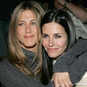 Courteney Cox agradece a Jennifer Aniston por su apoyo para enfrentar su separación