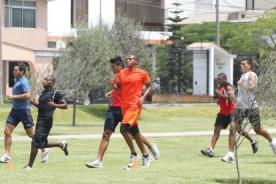 Fútbol peruano: Ex jugadores de la San Martín se entrenan en un parque