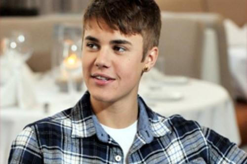 Justin Bieber defendió a Cody Simpson durante un enlace telefónico