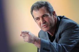 Joe Eszterhas acusa a Mel Gibson de decir que John Lennon debió morir