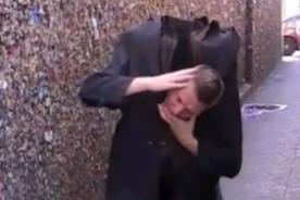 Video: Mago causa asombro por 'perder la cabeza' en truco por Halloween
