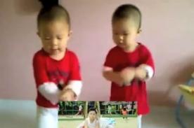 Video: Gemelos causan furor bailando el Gangnam Style