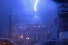 Foto de rayo chocando contra el Vaticano genera polémica en las redes