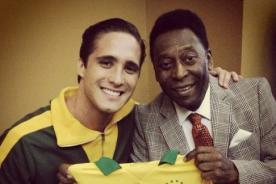 Diego Boneta se tomó fotos con Pelé