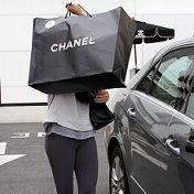 Ashley Tisdale se equivocó de auto por evitar a fotógrafos