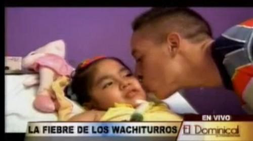 Video: Los Wachiturros visitaron a la pequeña Romina