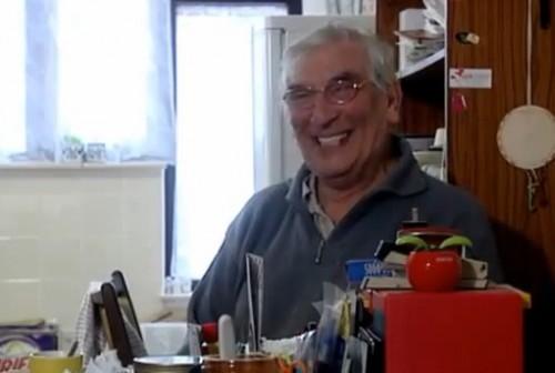 Video: Hombre no para de reír en dos años