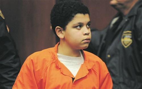 Niño de 13 años podría ir a cadena perpetua en Estados Unidos