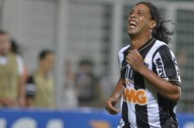 Video: Ronaldinho y toda su magia en los tiros libres