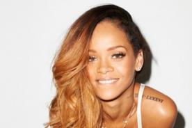 Rihanna realiza topless en playa brasileña - Fotos