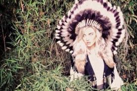 Perrie Edwards es criticada por usar tocado nativo como simple accesorio