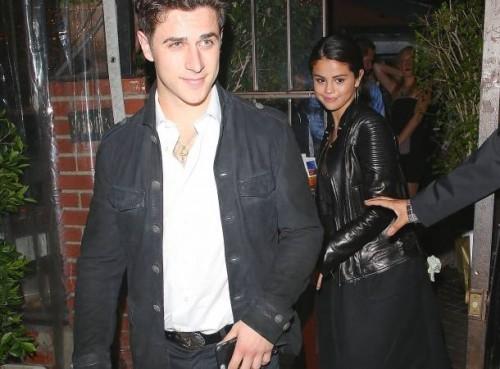 Selena Gómez sale con ex compañero de Disney David Henrie [Fotos]