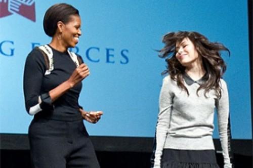 Miranda Cosgrove y Michelle Obama bailaron juntas en presentación