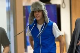 Justin Bieber lució extravagante look en aeropuerto de Los Ángeles