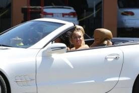 Miley Cyrus nuevamente en las afueras de tienda de marihuana