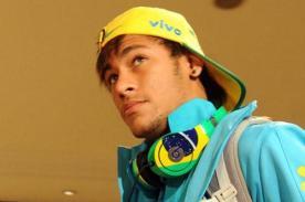 Neymar y compañía llegaron a Argentina sin dar declaraciones