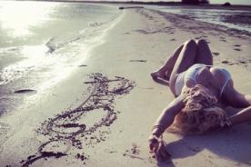 Rita Ora disfruta de sus vacaciones en Dubai - Fotos
