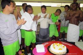 Universitario celebró el cumpleaños de Raúl Ruidíaz