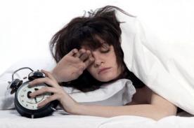 ¿Dormir poco puede afectar tu belleza?