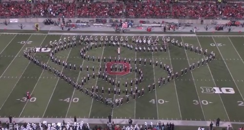 Increíble: Banda de música realiza espectacular homenaje al cine - VIDEO