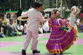La marinera: Elegante y graciosa danza del Perú