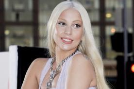 Lady Gaga sufrió accidente con vestido en grabación