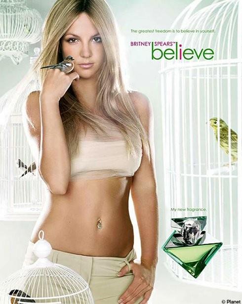 Molly Sims a Britney Spears: Es bonita, pero necesita ayuda para vestirse